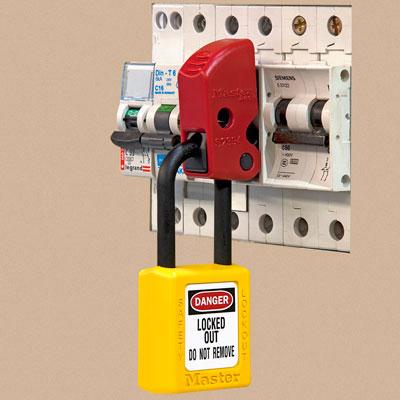 Universal Miniature Circuit Breaker Lockout