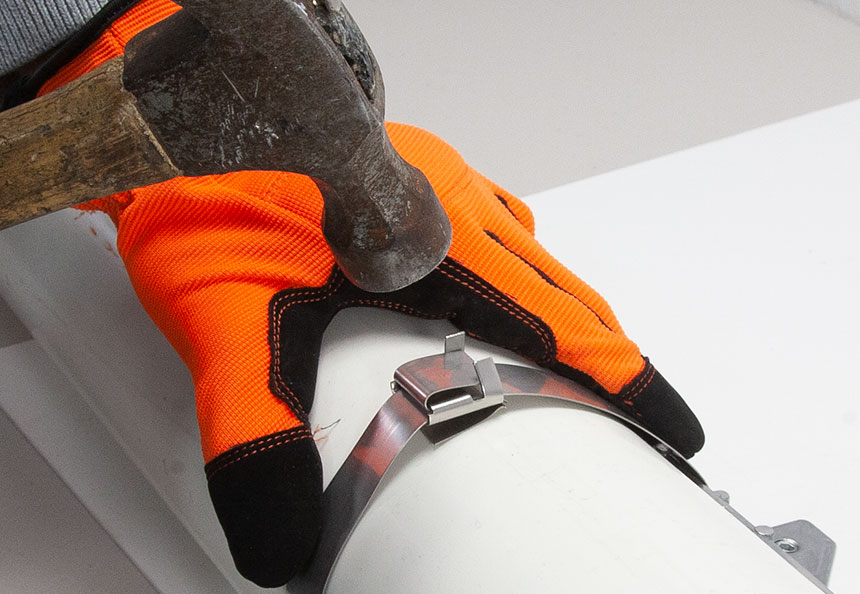Wing seal or buckle being closed to secure the strapping