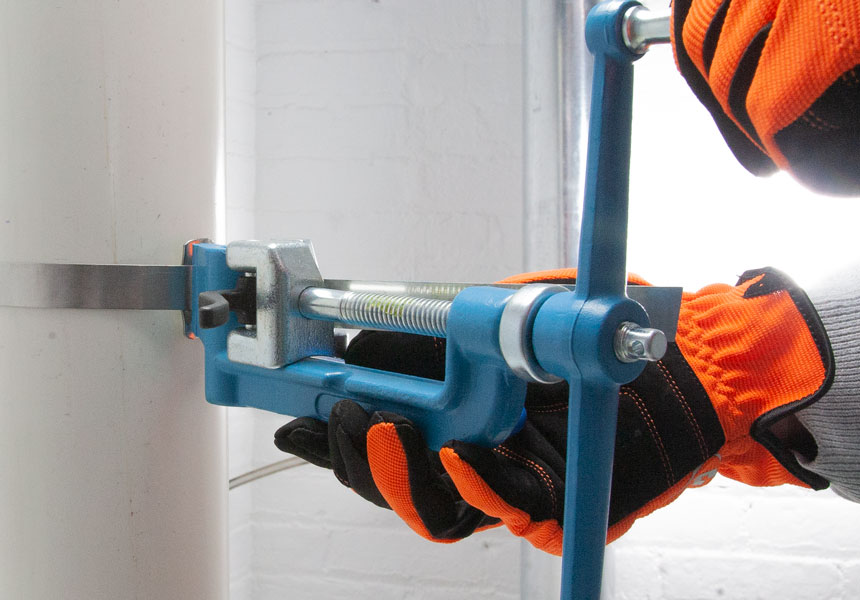 Back view of the spinner tool tightening strapping